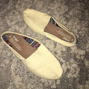 Tan Toms slip on shoes